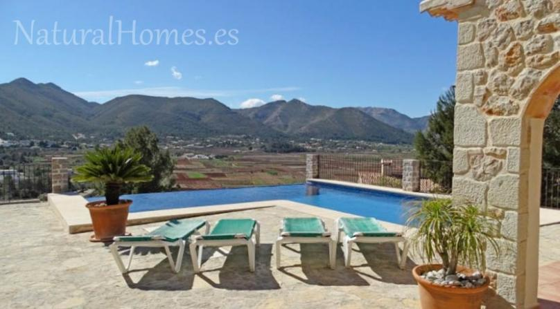 Finca with unspoilt views