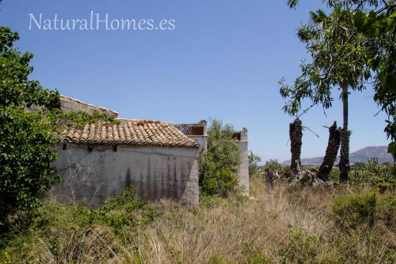 Typical Valencian ruin for renovation.